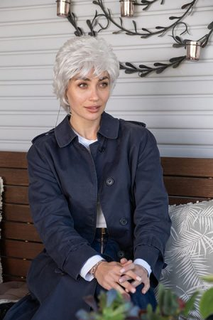 short lifting style wig in gray color