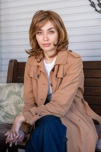 short straight and layered synthetic wig